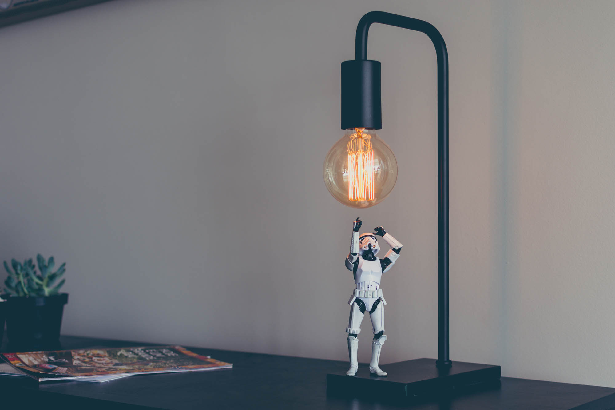 Stormtrooper_smart_lamp