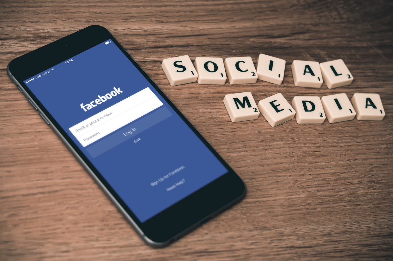 smartphone facebook login with scrabble